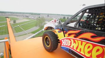 Hot Wheels – World Record Jump