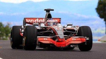 Jenson Button in McLaren F1 op Bathurst