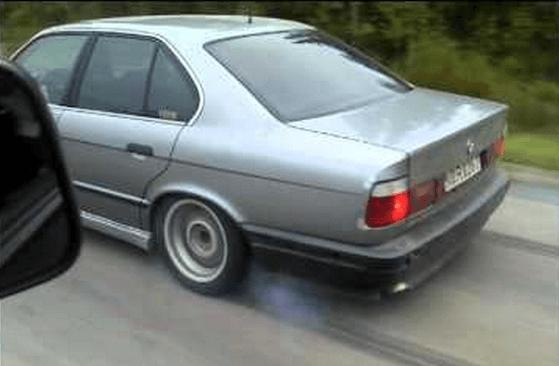 BMW M5 turbo met 913 pk trekt eindeloos strepen