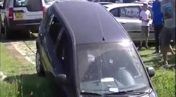 Nederlandse Hyundai in een greppel