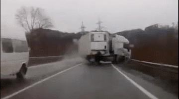 Dashcam - Close Call met een Vrachtwagen