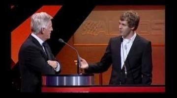 Sebastian Vettel imiteert Kimi Raikkonen