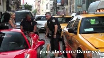 Bestuurder Ferrari 458 rijdt over voet van politieagent