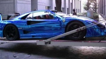 Chroomblauwe Ferrari F40 LM
