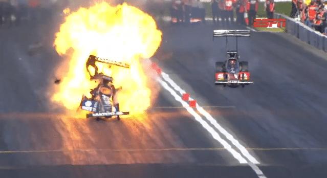 Top Fuel Dragster Explodeert bij 480 km/h