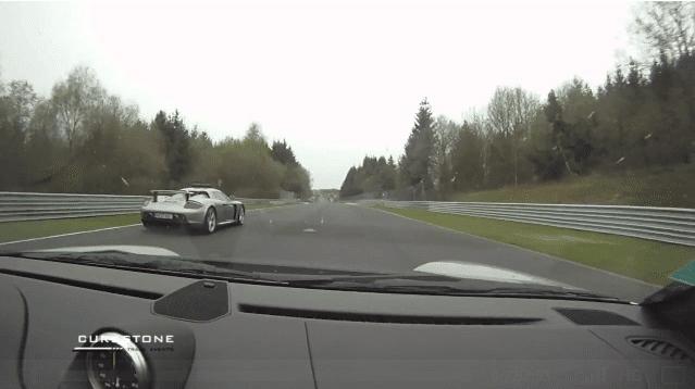 GT2 RS vs Carrera GT eindigt bijna in crash op de Ring