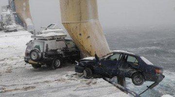 52 auto's overboord tijdens storm