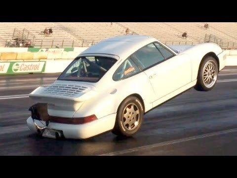 Porsche 964 maakt mooie wheelie