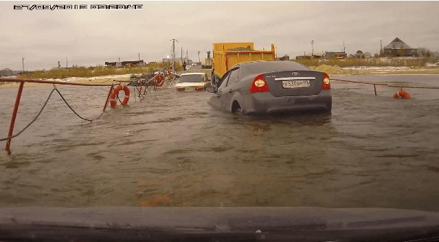 Ford Focus Sedan Gaat Stukje Zwemmen