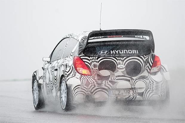 Eerste test van Neuville met de Hyundai i20 WRC