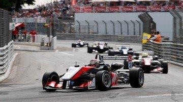 Formule 3 - Podium en crashes voor Verstappen in Pau