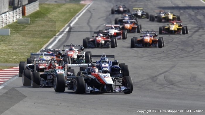 Formule 3 - Podiums voor Verstappen in Moscow