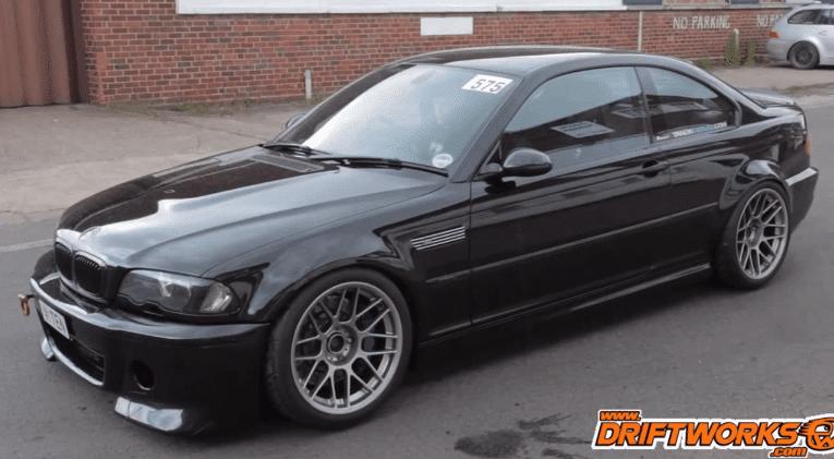 BMW M3 met M5 V10 Motor en open uitlaat
