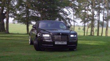 Rolls Royce Wraith geniet van het Engelse platteland