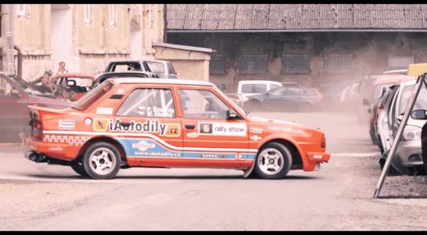 Gymkhana met een Skoda 130 Rally
