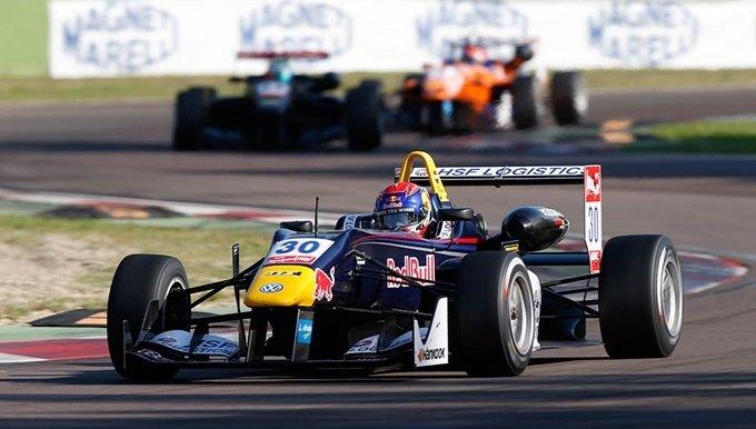 Formule 3 - Ocon kampioen maar Max steelt de show