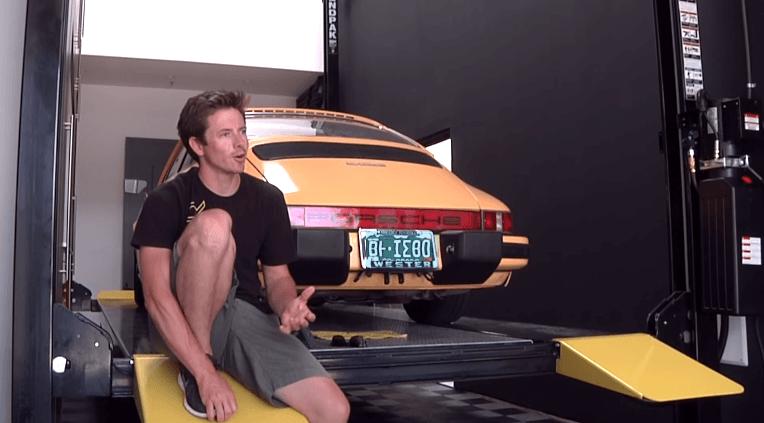 Tanner Foust's Porsche 912 staat midden in zijn huis