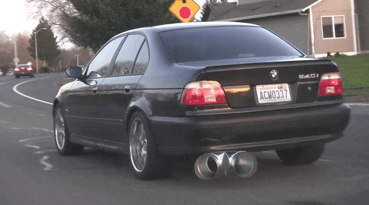 BMW 540i heeft een nogal aparte uitlaat!