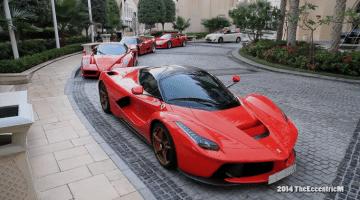 Vier generaties van Ferrari Hypercars gespot in Dubai