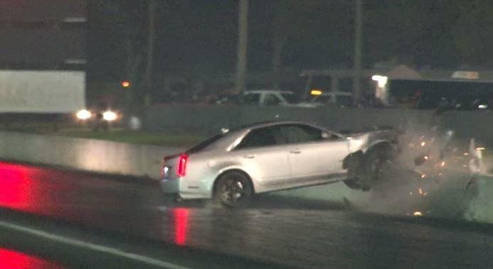 Cadillac CTS-V crasht tijdens drag race