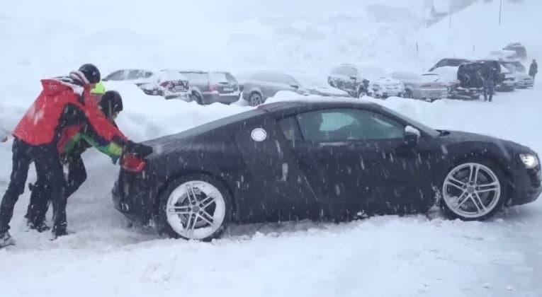 Ook een Audi R8 heeft winterbanden nodig