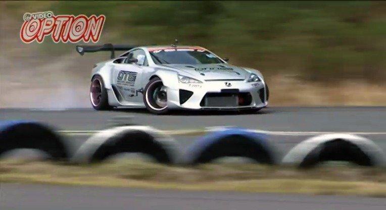 Meer actie van de Lexus LFA V8 driftauto