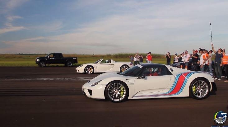 Porsche 918 Spyder neemt het op tegen Carrera GT