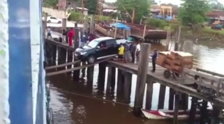 De meest bizarre manier om een pick-up op een schip te laden