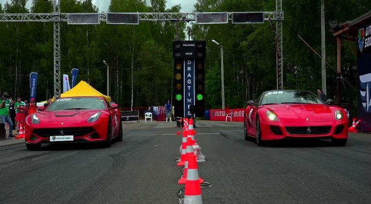 Ferrari F12 ontmoet de 599 GTO voor een dragrace