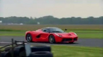 Jason Plato in de LaFerrari op het Top Gear Circuit