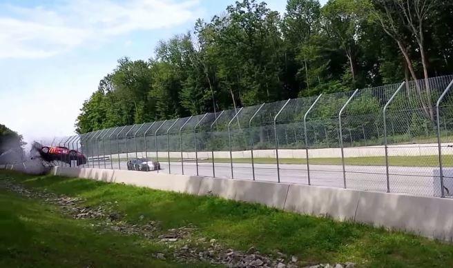 Ferrari 458 Challenge vliegt in de hekken op Road America