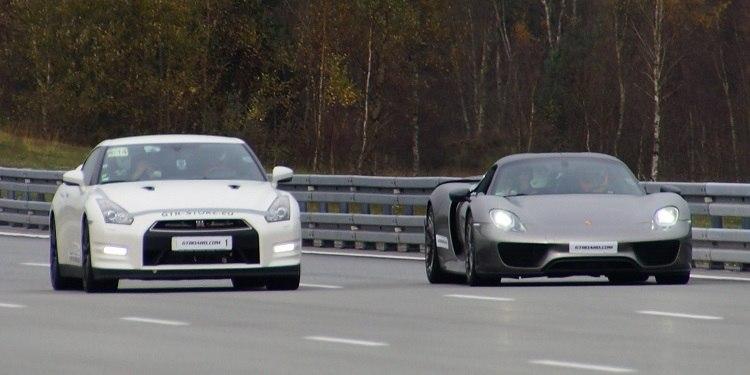 Video Nissan Gt R Racet Een Porsche 918 Naar 300 Km H