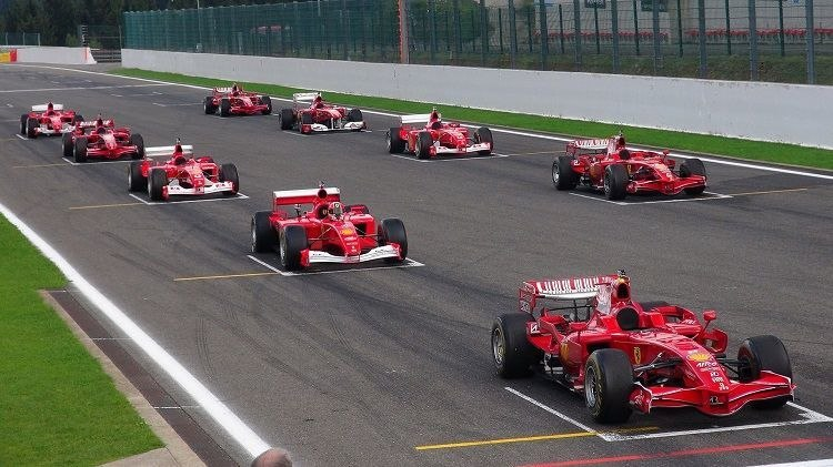 video tien formule 1 ferrari 39 s op de start grid. Black Bedroom Furniture Sets. Home Design Ideas