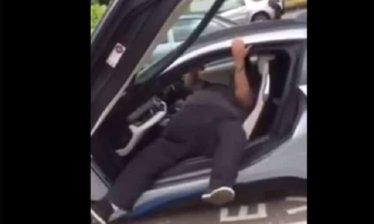 BMW I8 uitstappen