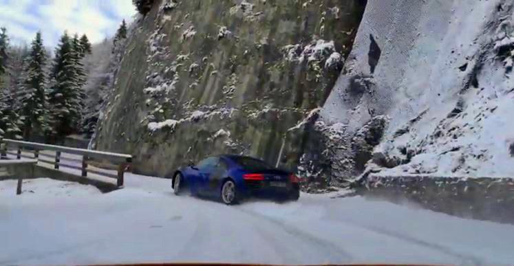 Audi R8 drift op besneeuwde bergweg