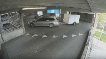 Volkswagen fopt iedereen met achteruitrijdende trailer