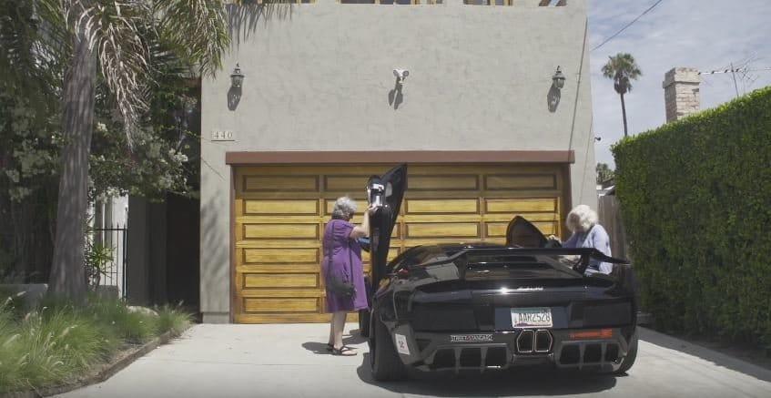 Oma's gaan op pad met Lamborghini Murcielago