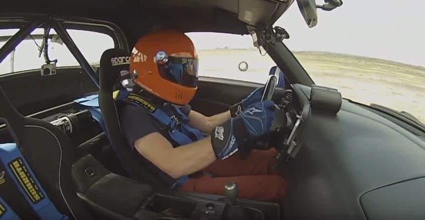 S2000 verliest wiel en bestuurder lacht erom