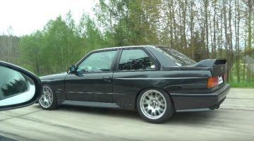 BMW E30 M3 vernedert Jaguar F-Type R