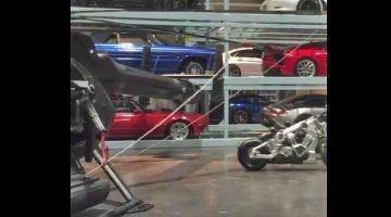 Deze-loods-van-Fast-&-Furious-8-staat-vol-met-dure-auto's