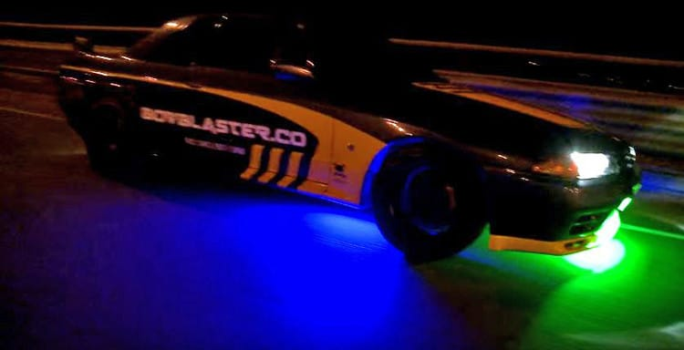 Skyline-R32-Neon