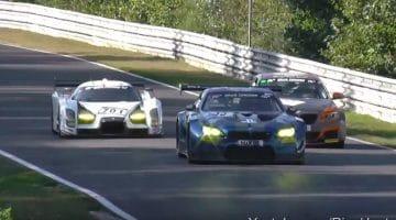 bmw-m235i-racing-over-de-kop-na-tik-van-glickenhaus-scg-003