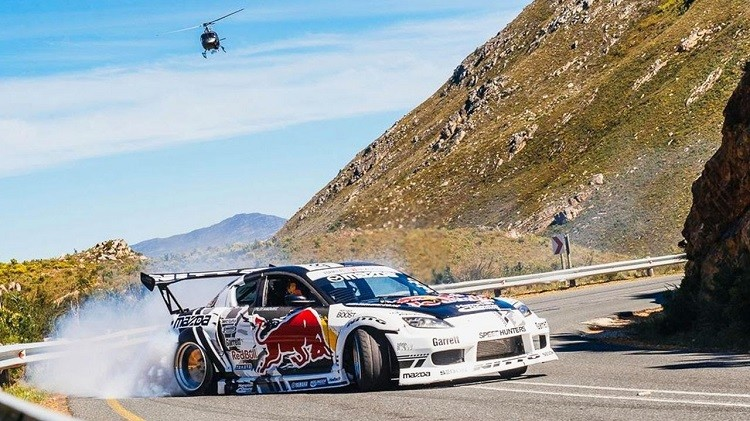 mad-mike-drift-badbul-over-de-franschhoek-pass