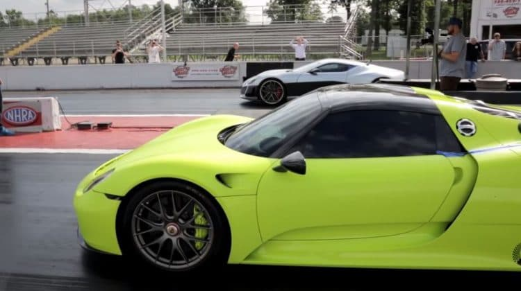 video rimac concept one vs porsche 918 spyder op de dragstrip. Black Bedroom Furniture Sets. Home Design Ideas