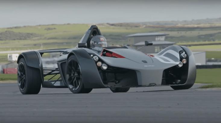 BAC Mono verslaat McLaren P1
