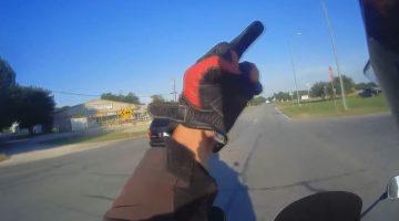 motorrijder-en-minivan-bestuurder-maken-ruzie