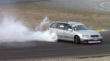 Driften met Opel Omega
