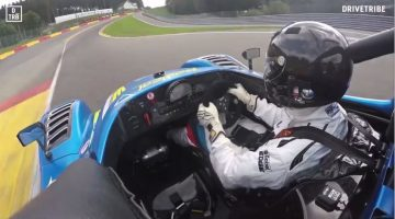 Eau Rouge Raidillon vol gas in een Radical SR3 RSX