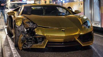 Gouden Lamborghini knalt op Honda in Polen