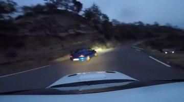 Subaru's blazen over krappe bergweg